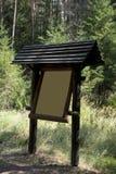 Informaci deska w lesie zdjęcie royalty free