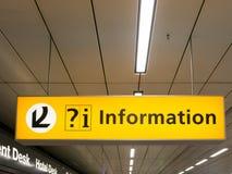 Informacja znak przy Schiphol Amsterdam lotniskiem, Holandia Obraz Stock