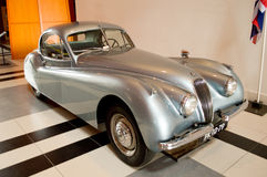 Informatie de cabeza fija de Meer del cupé de Jaguar XK120 en el museo de Louwman Imagenes de archivo