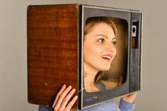 informatie het krijgen van informatie van massamedia TV geeft ons heel wat informatie informatie wereldwijd nieuwe episode stock fotografie