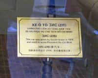 Informatieplaque voor pantserwagen zis-110 door Rusland voor gebruik door President Ho Chi Minh in 1954 wordt geschonken die stock afbeelding