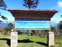 Informatieraad bij het Restaurant bij Dochula-Pas, Bhutan royalty-vrije stock afbeelding