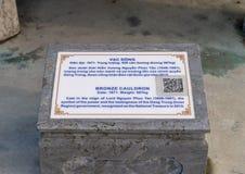 Informatiesteen voor Bronsketel in de Verboden stad, Keizerstad binnen de Citadel, Tint, Vietnam royalty-vrije stock fotografie