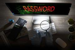 Informatiesysteem het binnendringen in een beveiligd computersysteem concept met unrecognisable hakker met handschoenen vooraan o royalty-vrije stock foto's