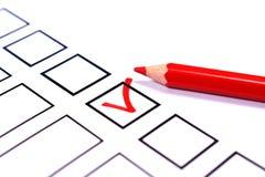 Information och en röd blyertspenna för att rösta royaltyfri foto