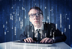 Information om en hackeravkodning från futuristisk nätverksteknologi royaltyfri foto