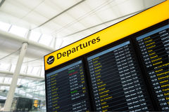 Information om flyg, ankomst, avvikelse på flygplatsen, London royaltyfria bilder