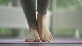 Information om yoga-metoder, saldon - foten går upp lager videofilmer