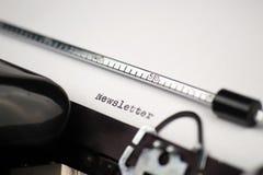 Informationsbladtext på den retro skrivmaskinen Arkivbild