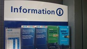 Informationshefte an der Station stockfoto