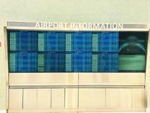 Informationsskärm om flygplats Royaltyfria Foton