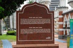 Informationssten på Kuala Lumpur Jamek Mosque i Malaysia Fotografering för Bildbyråer