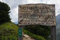 Informatives Zeichen seitlicher Aletsch-Moraine Stockbild