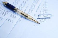 Informe de las actividades bancarias Imagen de archivo libre de regalías