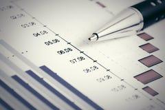 Informe financiero del mercado de acción de los gráficos Fotografía de archivo