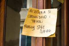 Informeller Rat in einem toskanischen Restaurant, Italien Stockfotografie