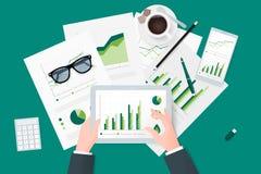 Informes de negocios en la hoja de papel, los dispositivos electrónicos y móviles modernos libre illustration