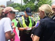 Informes de protestors Foto de archivo libre de regalías