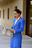 Informierte Geschäftsfrau Stockfoto