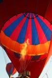 Infornamento dell'aerostato di aria calda Fotografie Stock Libere da Diritti