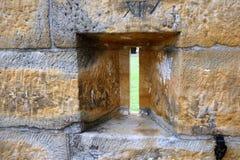Infornamento fenduto in parete dell'arenaria fotografia stock libera da diritti
