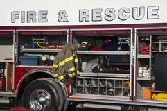 Inforni il concetto di salvataggio, primo piano del Firetruck di emergenza Fotografie Stock