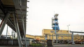 Infraestructura de la explotación minera Eje, transportadores y edificios Imagen de archivo libre de regalías