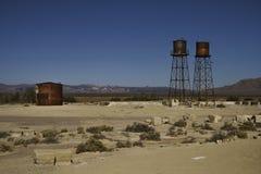 Infraestructuras oxidadas en el empalme California de Death Valley Imágenes de archivo libres de regalías
