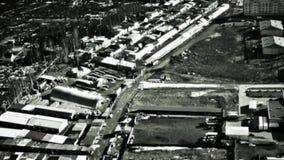 Infrarode camera op bommenwerpersdoel in vijandelijke gebouwen Militaire luchtvaart Oorlog Luchtaanval slagveld stock footage