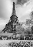 Infrarode mening van de Toren van Eiffel van Champs de Mars -park, Parijs stock afbeelding
