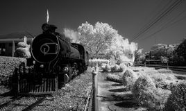 Infrarotschwarzweiss-Bild Bahnhofs Hua Hins Stockfotos