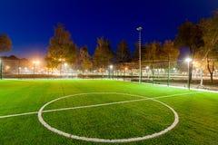 Infrastruttura del parco pubblico, illuminazione di notte fotografia stock