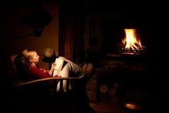 infront de la mujer del fuego Foto de archivo libre de regalías