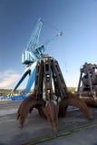 Infront della gru a benna di una gru del porto Fotografia Stock Libera da Diritti