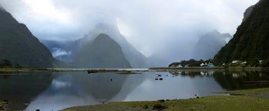 Infuła szczyt w Milford dźwięku Nowa Zelandia obrazy royalty free