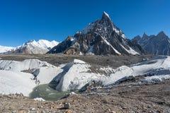 Infuła szczytowy widok od Concordia obozu, K2 wędrówka, Pakistan zdjęcia royalty free