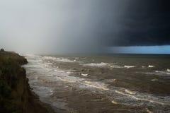 Infuri la parte anteriore sopra l'acqua con la parete di pioggia Fotografia Stock Libera da Diritti