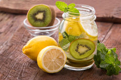 Infused water mix of lemon and kiwi Royalty Free Stock Photos