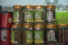 Infusiones de hierbas en la tienda Fotos de archivo libres de regalías