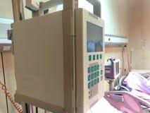 Infuzi pompa w szpitalu Automatyczna infuzji pompa Zasolonego rozwiązania kontroler w szpitalu Infuzji pompy kapinos zdjęcia stock