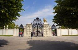 Ingång av belvederen, historisk byggnadkomplex i Wien royaltyfri foto