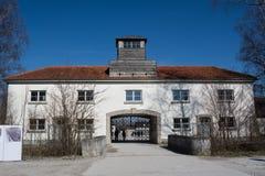 Ingång av den Dachau koncentrationsläger fotografering för bildbyråer