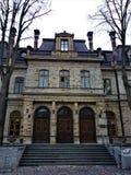Ingång av den estländska akademin av vetenskaper i Tallinn arkivbilder
