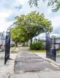 Ingång av den Lafayette kyrkogården i New Orleans royaltyfri bild