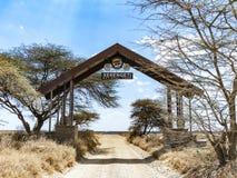 Ingång av den Serengeti nationalparken i Tanzania Royaltyfria Foton