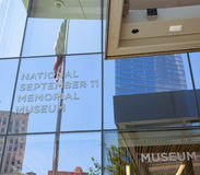 Ingång av det minnes- nationella Septemberet 11 & museet Arkivfoto