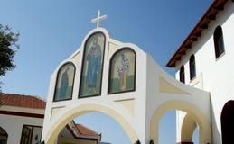 Ingång av en grekisk kloster i den Creta ön, Grekland Arkivbilder