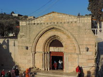Ingång av kyrkan av griften av St Mary Arkivfoton