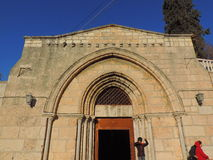Ingång av kyrkan av griften av St Mary Arkivfoto
