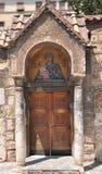 Ingång av kyrkan av Panaghia Kapnikarea Arkivbild